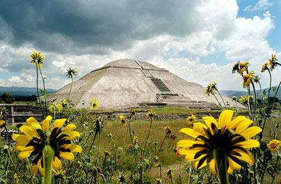 pyramid-sun-404c_737883c.jpg